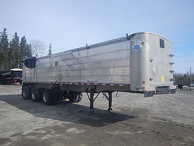 2006 Mac 37' aluminum dump trailer. (Damaged from upset). Repairable. Air ride tridem axles. Aluminum frame & tub. Cylinder still has full travel up & down. Unit# 17-088