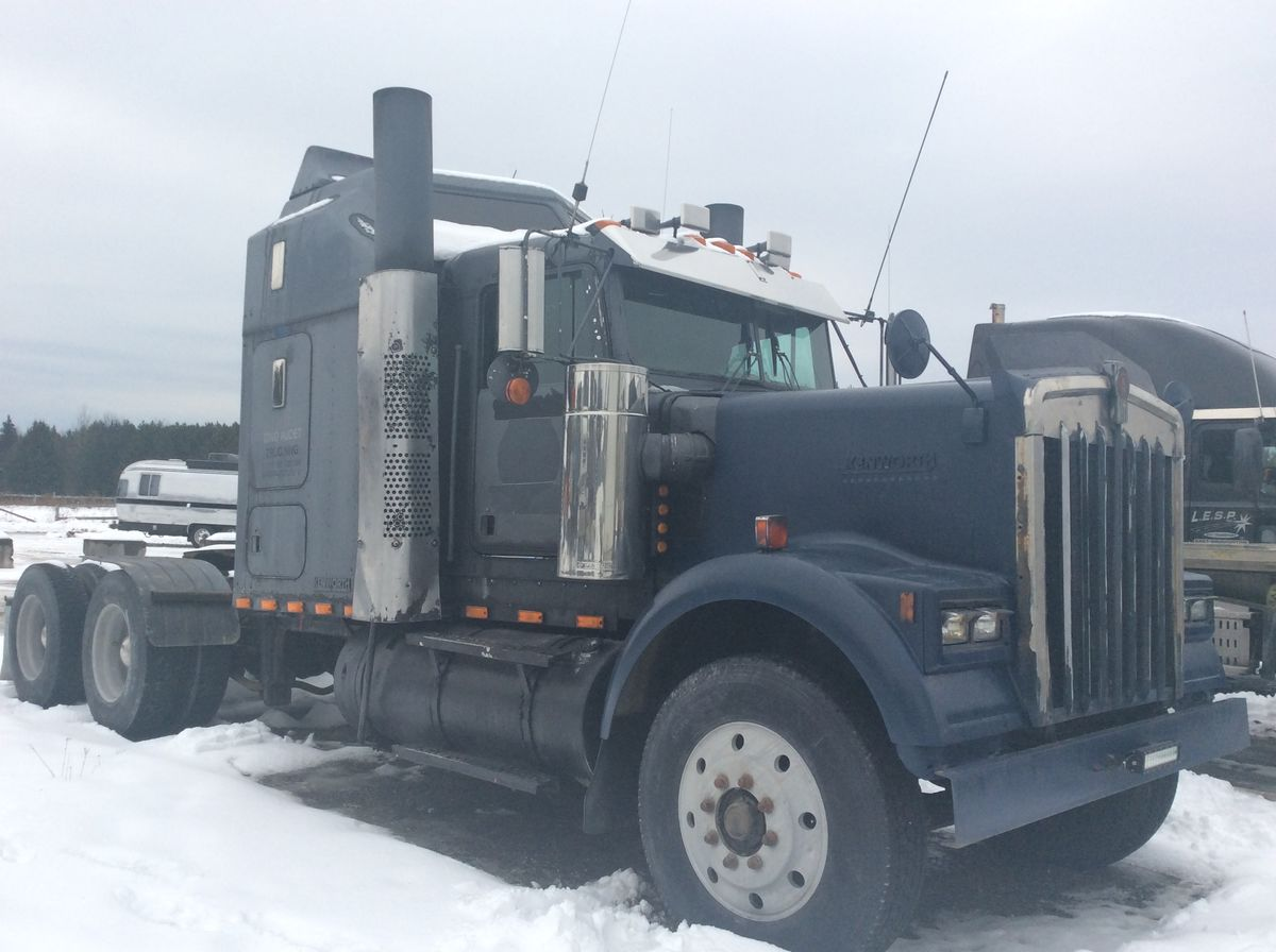 --- TRUCK IN GOOD CONDITIONS - REBUILT ENGINE WITH INVOICE SUPPORTED -  1988 KENWORTH W900B - Stock number: GA - Mileage: 954,754 km - Exterior color: Black - Interior color: Beige - Doors: 2 - Engine: CAT 3406B - Power: 420 HP - Couple: 2,100 - Brakes: Air - Axle spacing: 61 inches - Jacob engine brake: Yes - Traction: No lock - Exhaust: Double - Chassis: Double - Transmission: 15 speed Eaton - Front axle: 11,000 lbs (4,990 kg) - Rear axles: 40,000 lbs (9.072 kg - x2) - Differential: DS402P - Ratio: 4.11 - Suspension: Air - Wheels: Aluminum - Tires: 11R24.5 - Berth: Yes - Wheelbase: 241 inches - S.A.A.Q .: Valid until November 2020 - Price: $ 13,500  Note that we have two places where vehicles can be located, in Lévis or Saint-Georges. Please contact one of our advisers to be informed of the location of the vehicle before traveling.