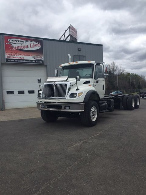 --- LOADING TRUCK WITH LONG WHEEL, IDEAL FOR PLATFORM, LOADER OR DUMPY BOX ---  2004 INTERNATIONAL 7600 (6x4) - Stock number: M2199 - Mileage: 505,611 km - Exterior color: white - Doors: 2 doors - Engine: ISM Cumins - Power: 370 hp - Brakes: in the air - Axle spacing: 67 inches - Jacob engine brake: yes - Traction: full lock - Exhaust: simple - Filter: inside - Transmission: Eaton 13 speed - Front axle: 18,000 lbs - Rear axles: 46,000 lbs - Differential: Rockwell - Ratio: 4.56 - Suspension: rubber block - Cabin: day-cab - Wheels: aluminum - Front tires: 385 / 65R22.5 - Rear tires: 11R22.5 - Equipment: PTO - Wheelbase: 274 inches - Price: on request only  Please note that we have two places where vehicles can meet, either in Lévis or Saint-Georges. We suggest that you contact one of our experienced advisors to be informed of the geolocation of the vehicle before traveling.