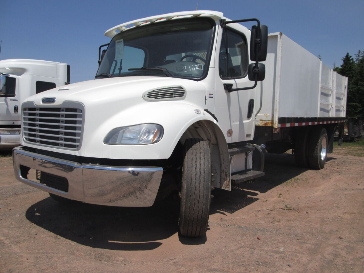 #2162  2012 Freightliner M2-106 Cummins 6.7  220Hp engine, Eaton 6 speed transmission, spring suspension, bud aluminum wheels, 11R2.5 (four new tires on rear), 216