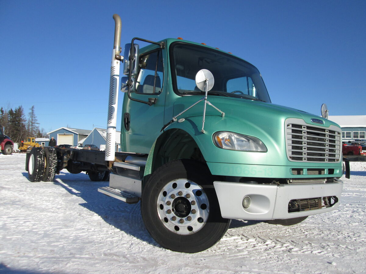 #2344  2013 Freightliner M2-106 single axle cab & chassis, Cummins ISC 270HP, 6 speed FSO 8406A overdrive, Meritor differential 4.56 ratio, Axle ratings 12000lbs front 23000lbs rear, air ride suspension, air brakes, 392317kms, overall frame length 23'6