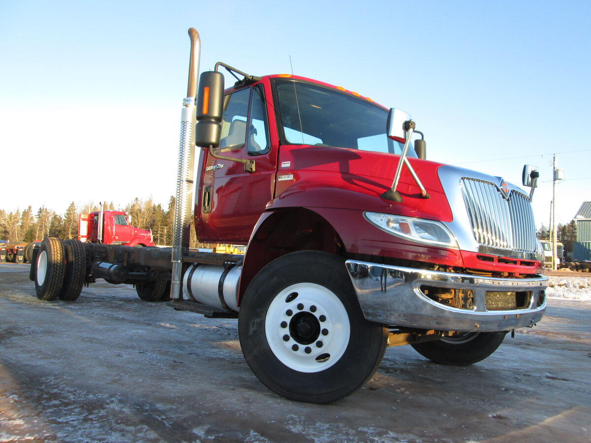 #2346 Cab & chassis International 4300, Maxxforce DT 215HP, 6 speed manual transmission, air ride suspension, air brakes, axle ratings 12000lbs front 21000lbs rear, 4.33 ratio, wheel base254