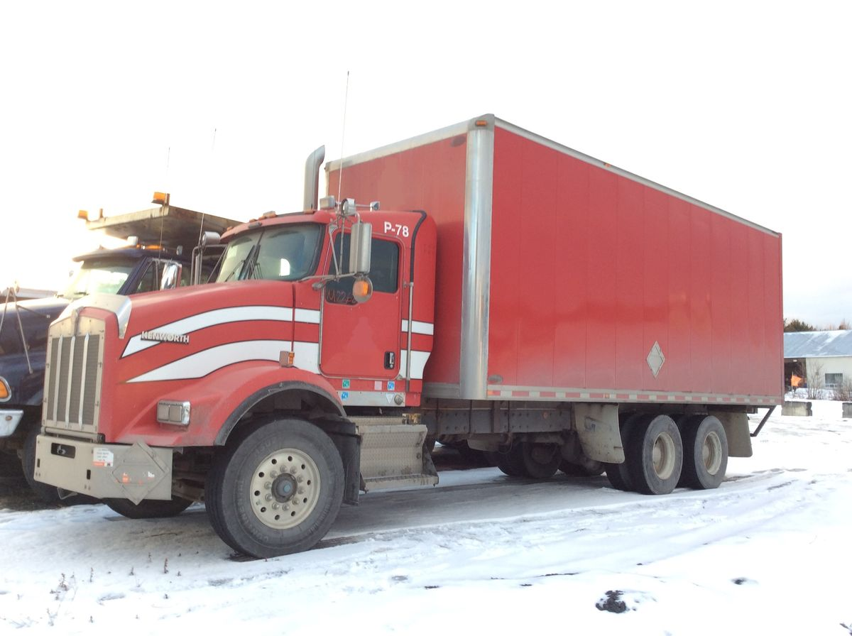 *** NEW ARRIVAL - IN PREPARATION ***  2009 KENWORTH T800 - Stock #: M2362 - Mileage: 457,326 km - Exterior color: Red - Engine: Cummins ISM 10.8L - Power: 320 hp - Brakes: Air - Axle spacing: 53 inches - Transmission: RTO14910CAS3 - Front axle: 16,000 lbs - Rear axles: 40,000 lbs - Differential: Eaton Fuller - Ratio: 4.33 - Suspension: Air - Cab: Day-cab - Wheels: Aluminum - Front tires: 315 / 80R22.5 - Rear tires: 11R22.5 - Equipment: 24 feet 6 inches box - Wheelbase: 254 inches - Price on request only.  Note that we have two places where vehicles can be located, in Lévis or Saint-Georges. Please contact one of our advisers to be informed of the location of the vehicle before traveling.