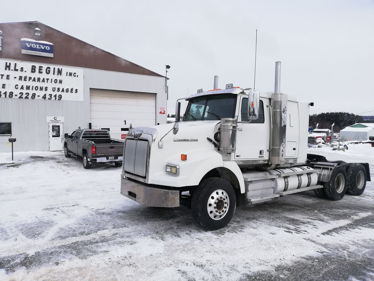 2012 WESTERN STAR 4900SA - Stock number: M2297 - Exterior color: White - Odometer: 1,032,247 Mi / 1,661,243 km - Number of hours: 23,095 hours - Brakes: To the air - Axle spacing: 55 inches - Front axle: 12,500 lbs - Rear axle: 46,000 lbs - Differential: Meritor - 46,000 lbs - Traction: Full lock - Wheelbase: 220 inches - Wheels: Aluminum - 22 inches - Tires: 11R22.5 - Suspension: In the air - AC (cab axle): 112 inches - GVWR (lbs.): 58,350 lbs - Jacob (engine brake): Yes - Engine: DD15 - Power (horses): 500 hp - Torque: 1,800 lbs - Transmission: RTL0-18931-A - Ratio: 3.91 - Exhaust: Double - Sleeper: Yes - S.A.A.Q .: expired - Price on request only  Note that we have two locations where vehicles can be located, in Lévis or Saint-Georges. Please contact one of our advisors to be informed of the location of the vehicle before traveling.