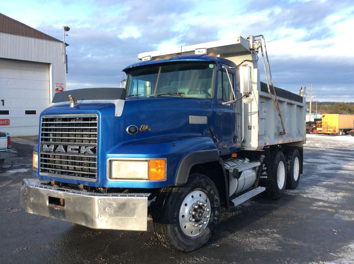 1998 MACK CL713 - Stock number: M2341 - Mileage: 559,453 km - Exterior color: Blue - Doors: 2 - Engine: Mack E7 - Power: 460 hp - Brakes: Air - Axle spacing: 61 inches - Jacob engine brake: Yes - Traction: No lock - Exhaust: Simple - Transmission: 18LL - Front axle: 16,000 lbs - Rear axles: 46,000 lbs - Differential: 46,000 lbs - Front suspension: Spring loaded - Rear suspension: Air - Cab: Day-cab - Front wheels: Aluminum - Rear wheels: Steel - Front tires: 315 / 80R22.5 - Rear tires: 11R24.5 - Equipment: 14 feet box - Wheelbase: 178 inches - CA: 104 inches - S.A.A.Q .: valid until August 2020 - Price on request only.  Note that we have two places where vehicles can be located, in Lévis or Saint-Georges. Please contact one of our advisers to be informed of the location of the vehicle before traveling.