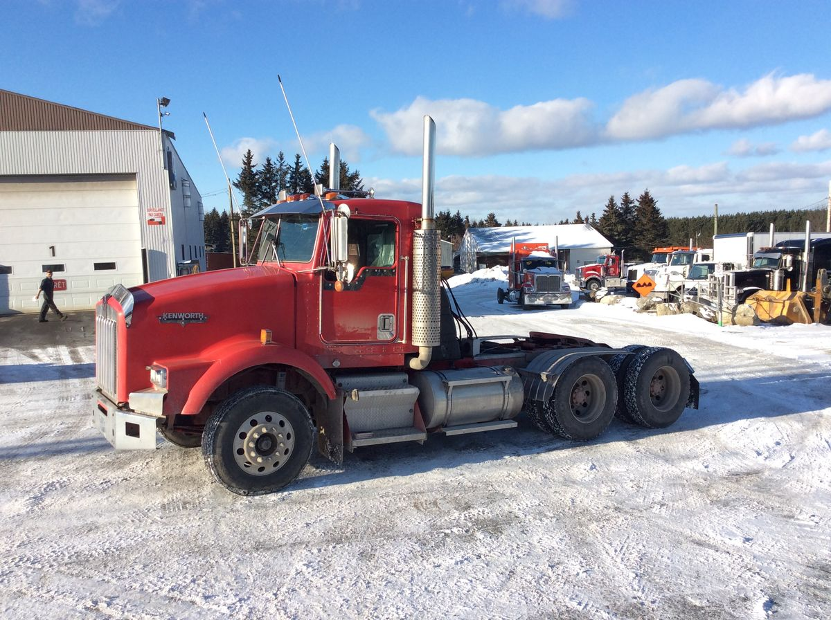 *** NEW ARRIVAL, IN PREPARATION ***  1997 KENWORTH T800 - #Stock: M2361 - Odometer: 2,202,557 km - Exterior color: Red - Interior color: Black - Doors: 2 - Engine: Detroit S60 - Power: 430 hp - Couple: 2,100 - Brakes: Air - Axle spacing: 53 inches - Jacob engine brake: Yes - Traction: No lock - Filterer: Donaldson - Transmission: 13 speeds - Front axle: 12,000 lbs - Rear axles: 40,000 lbs - Differential: 40,000 lbs - Ratio: 4.11 - Suspension: Air - Cabin: Day-cab - Front wheels: Aluminum - Rear wheels: Aluminum - Front tires: 11R22.5 - Rear tires: 11R22.5 - AC: 113 inches - Wheelbase: 182 inches - S.A.A.Q .: valid until 11 2020 ONTARIO - Price on request only.  Note that we have two locations where vehicles can be located, in Lévis or Saint-Georges. Please contact one of our advisors to be informed of the location of the vehicle before traveling.